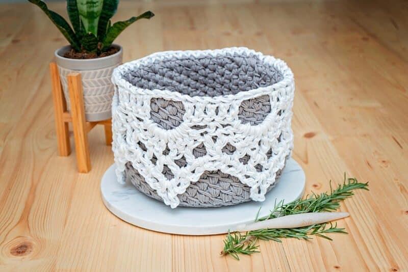 Lace Top Crochet Basket Pattern